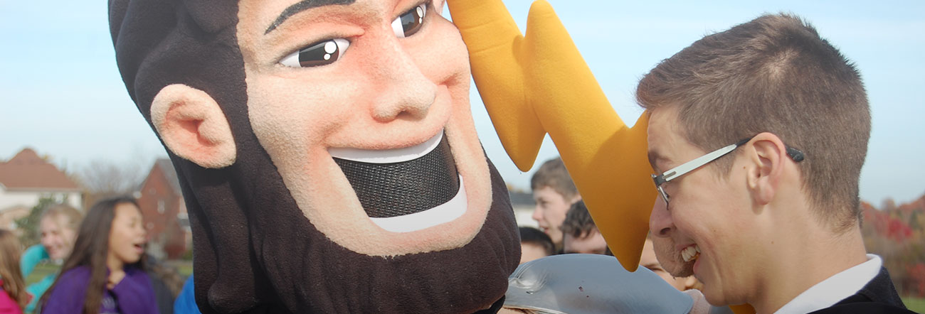 Student comes face to face with school mascot
